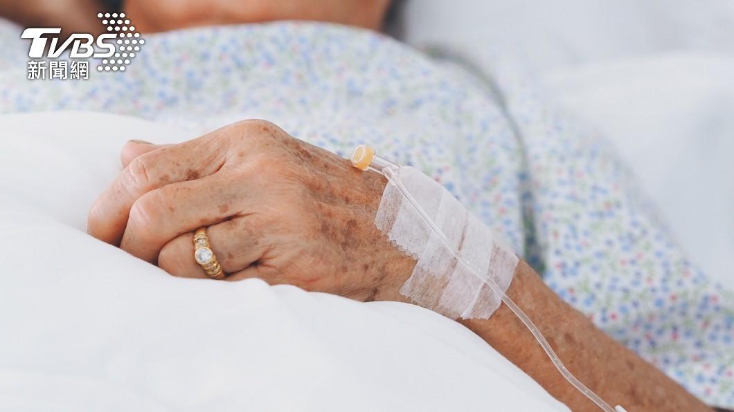 婆婆就醫才發現媳婦竟然在飲食裡下毒。(示意圖,與本事件無關/shutterstock達志影像) 怨婆婆不幫忙帶孩 陸媳飲食放老鼠藥「要她早點死」