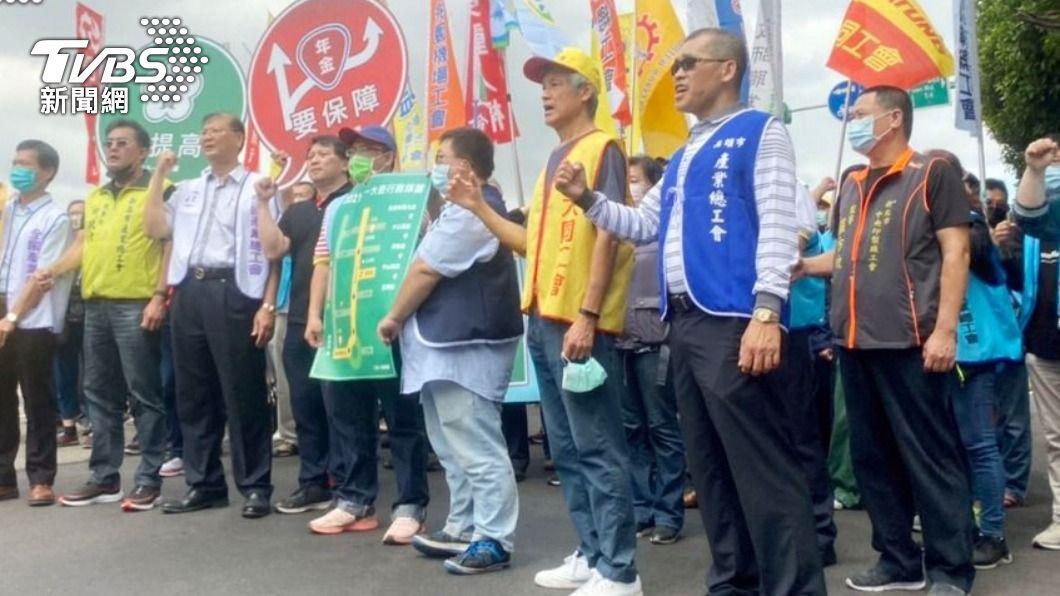 五一勞工大遊行行前記者會。(圖/中央社) 勞工大遊行登場 3000人上街頭籲調薪保年金