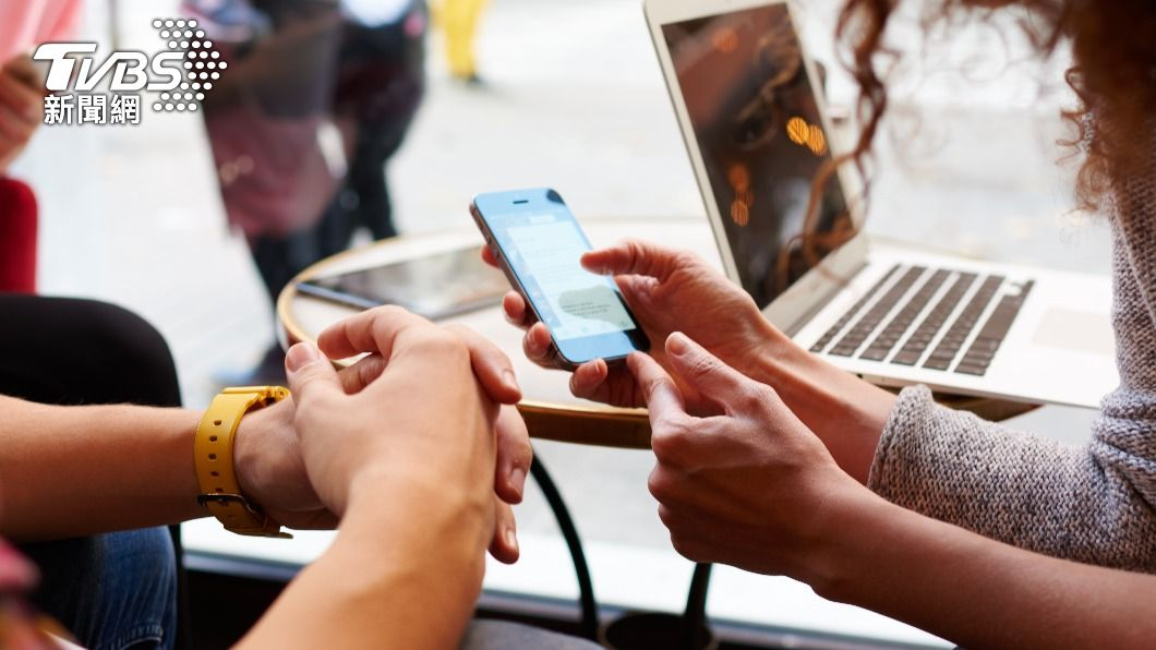 今(1)日申報開跑,今年最大變革在新開放手機、平板報稅,並新增行動電話登入方式。(示意圖/shutterstock達志影像) 5月報稅全攻略 最大變革行動裝置成要角