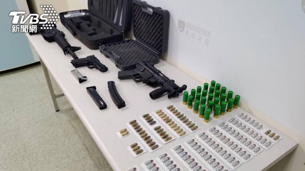 台南警方大力掃黑。(圖/TVBS) 台南槍擊案頻傳警方大動作掃黑 搜出槍枝彈藥如小軍火庫