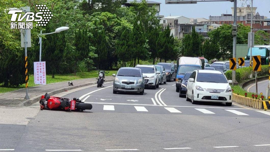 台三線新竹橫山段發生死亡車禍。(圖/TVBS) 重機界法拉利摔車 百萬杜卡迪車主穿防摔衣仍身亡