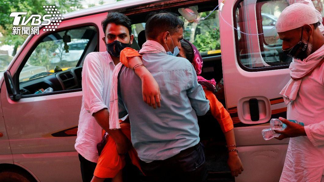 印度疫情惡化,當地醫療物資短缺,死亡人數已破20萬人,台灣駐印代表處接獲首名台幹染疫不治。(圖/達志影像路透社) 印度新冠肺炎疫情惡化 首名台幹染疫身亡
