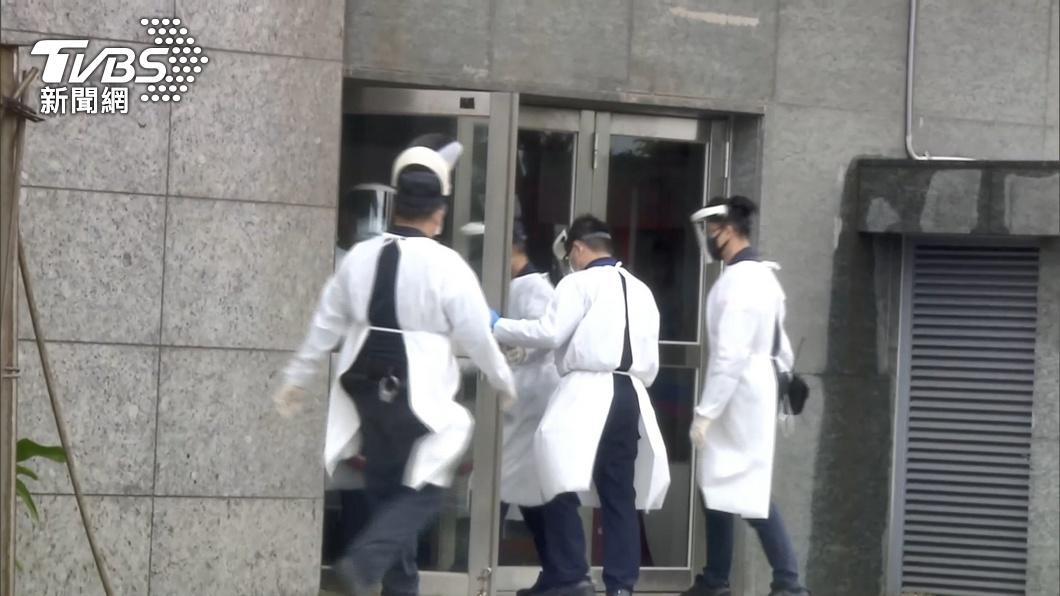 在諾富特飯店整修樓層做水電工作的外包人員也確診。(圖/TVBS)  諾富特水電外包商染疫!社區趴趴走3天、也去診所看診