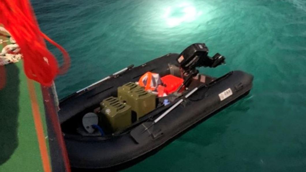 陸男靠淘寶買的橡皮艇偷渡來台。(圖/民眾授權提供) 花11小時「駕橡皮艇偷渡」來台 陸男:淘寶買的