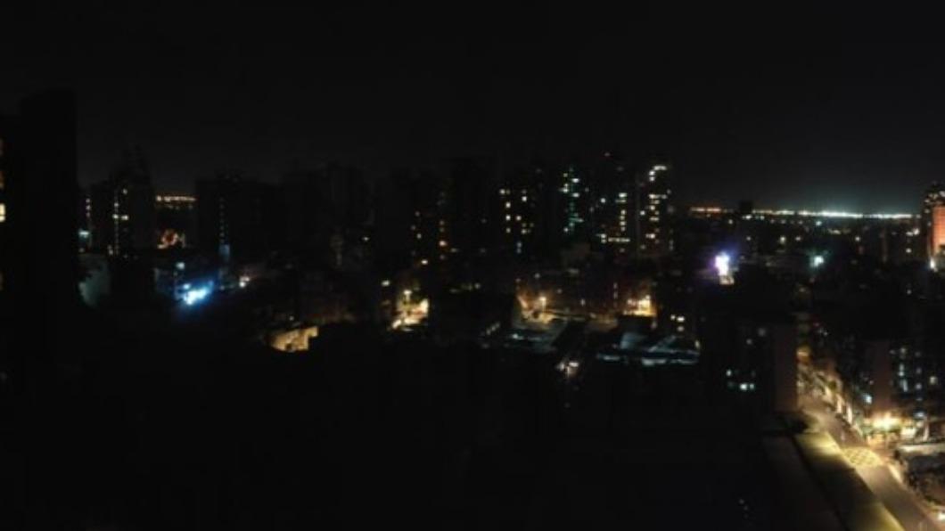 (圖/翻攝自「我是大竹人」) 桃園地區深夜傳大停電 居民崩潰:連手機也無訊號