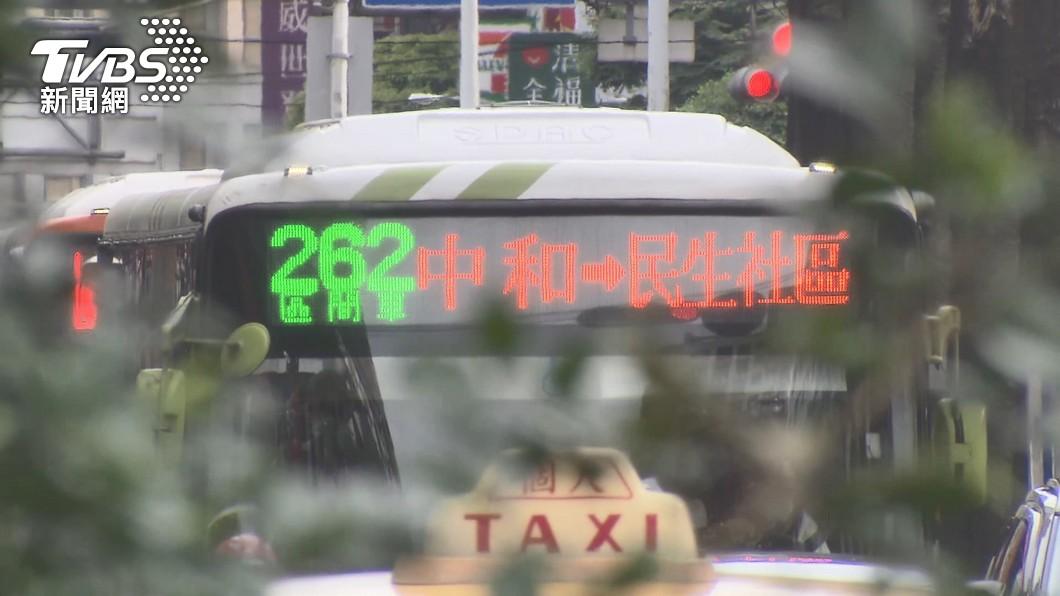 案1136完整足跡公布。(圖/TVBS) 案1136完整足跡 曾搭6公車、逛家樂福、樂華夜市