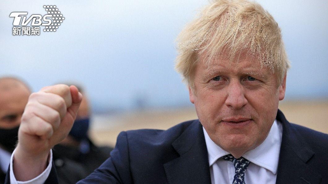 英國首相強生表示,從6月21日起英格蘭地區的1公尺社交距離「很有可能」廢除。(圖/達志影像路透社) 英疫苗接種率達30% 強生:社交距離可望6/21廢除