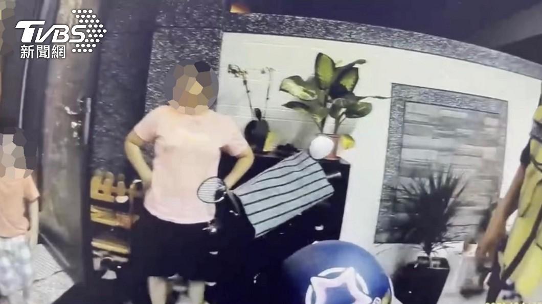 警方接獲報案稱疑似有家暴案,所幸到場後發現是虛驚一場。(圖/TVBS) 4歲童深夜哭嚎鄰急報家暴!警藉機教育:讓玩具回家
