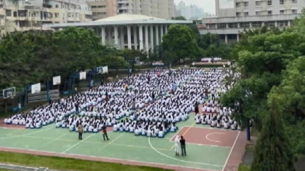 圖/翻攝臉書社團草包沒有派對-韓總嘉言錄 曉明女中朝會「上百人群聚」 家長恐慌爆料
