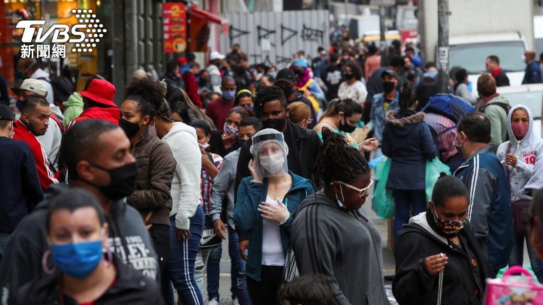 巴西武漢肺炎年輕化,超過1/3的2019冠狀病毒疾病死亡病例年齡在59歲以下。(圖/達志影像路透社) 巴西新冠肺炎年輕化 60歲以下染疫、死亡增加