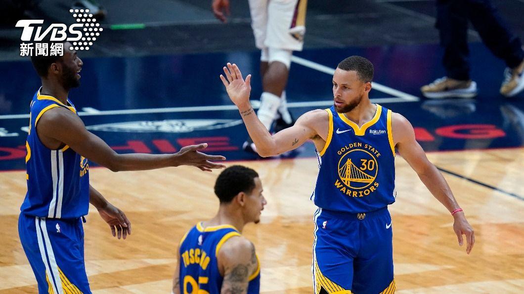 NBA勇士柯瑞轟下全場最高分。(圖/達志影像美聯社) 勇士勝鵜鶘可望進附加賽 柯瑞轟41分暫居得分王