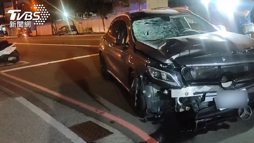 台中今日凌晨發生一起酒駕車禍。(圖/TVBS) 台中男失速酒駕「撞飛路人70公尺亡」 闖禍後還買酒喝