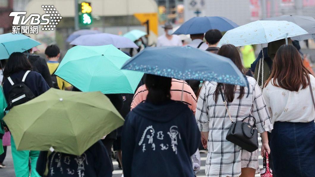 鋒面報到各地有雨。(圖/中央社) 梅雨季首波鋒面報到!北北基大雨特報 南部短暫降雨