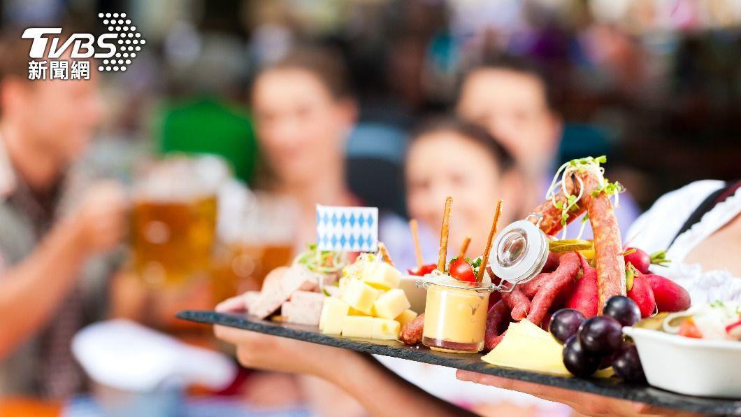吃零食之前攝取一些蛋白質,可以減緩消化吸收的速度。(示意圖/shutterstock達志影像) 萬惡零食挑這時間吃不怕胖!3招教你解饞度過飢餓地獄