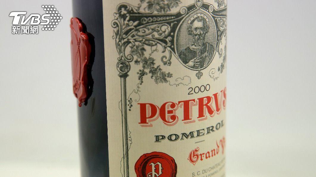 這瓶有「波爾多酒王」之稱的柏圖斯紅酒,「旅居」太空長達438天。(圖/達志影像美聯社) 飛向宇宙!紅酒太空熟成1年要價2800萬 贈隕石開瓶器