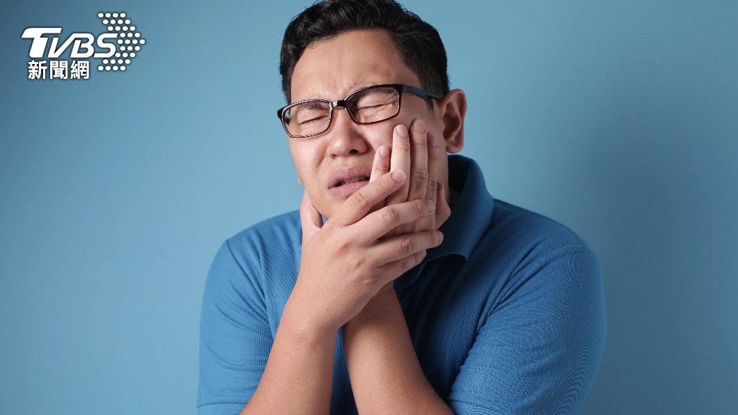 口腔癌平均發病年齡為57歲。(示意圖/shutterstock達志影像) 少碰!研究證實「檳榔子」含致癌物 醫勸快加入戒斷行列