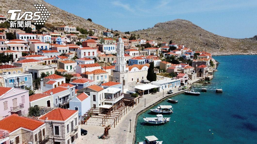 希臘美景往往吸引大量外國遊客至當地旅遊,疫情暴發後當地旅遊業遭受重創。(圖/達志影像路透社) 希臘鬆綁禁令拼觀光救經濟 開放餐廳、酒吧營業