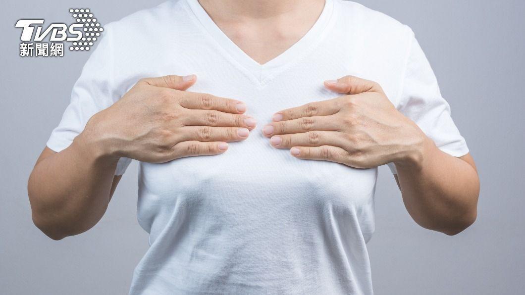 57歲婦人兩側乳頭常發現有疑似泌乳的現象。(示意圖/shutterstock 達志影像) 57歲分泌乳汁不敢說 醫查出「腦內長瘤」晚手術恐致命