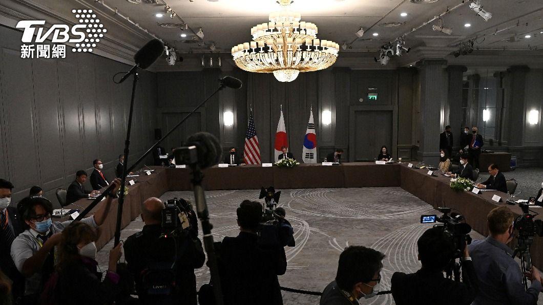 美日韓三方在5日,於倫敦進行3邊會談。(圖/達志影像路透社) 日韓關係降冰點!美國務卿布林肯牽線 兩國外長終見面