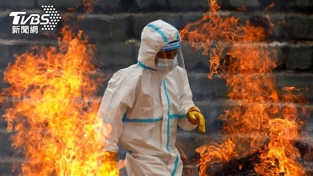 印度第二波新冠疫情延燒。(圖/達志影像路透社) 印度疫情嚴峻!被要求待工地 台幹壓力爆表:想辭職