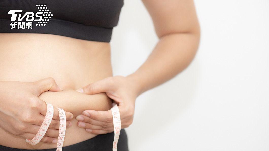 一名人妻體重增加33公斤,連丈夫都看不過去。(示意圖/shutterstock 達志影像) 妻飆升33公斤「腰粗2倍」 尪狂勸減重嘆:肥還逃避