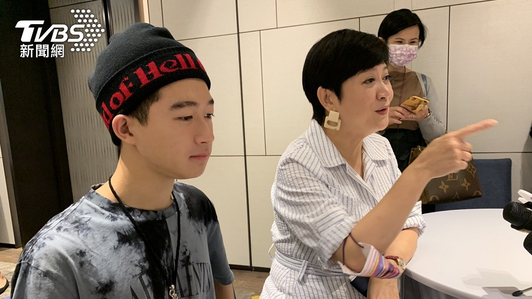 崔佩儀決定放手讓貝克宇念自己想讀的大學。(圖/TVBS) 砸1.7萬買名牌包送母被嫌 崔佩儀兒氣炸:以後不買!