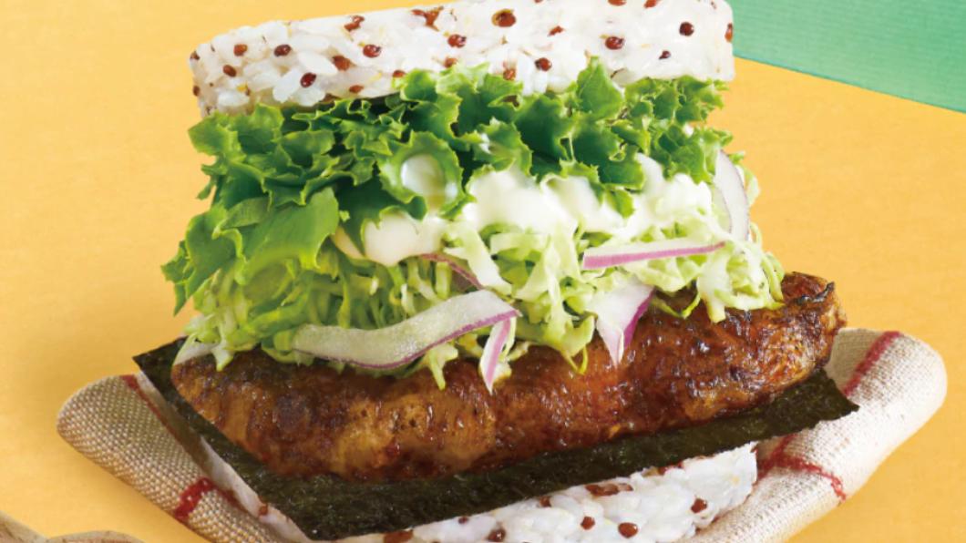 摩斯漢堡在母親節前推出2款新漢堡,其中「蒲燒石斑珍珠堡」採用高雄龍虎石斑相當豪氣。(圖/摩斯漢堡提供) 豪氣!摩斯「龍虎石斑堡」、頂呱呱「炸雞花」歡慶母親節