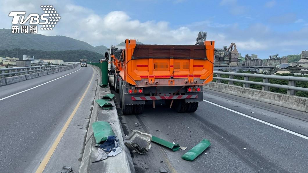 蘇花公路「砂石車撞上工程車」 2命危1傷