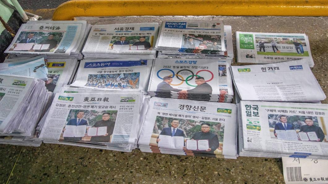 示意圖/翻攝自 Shutterstock 又一新韓流?南韓報紙成東南亞搶手「包材」