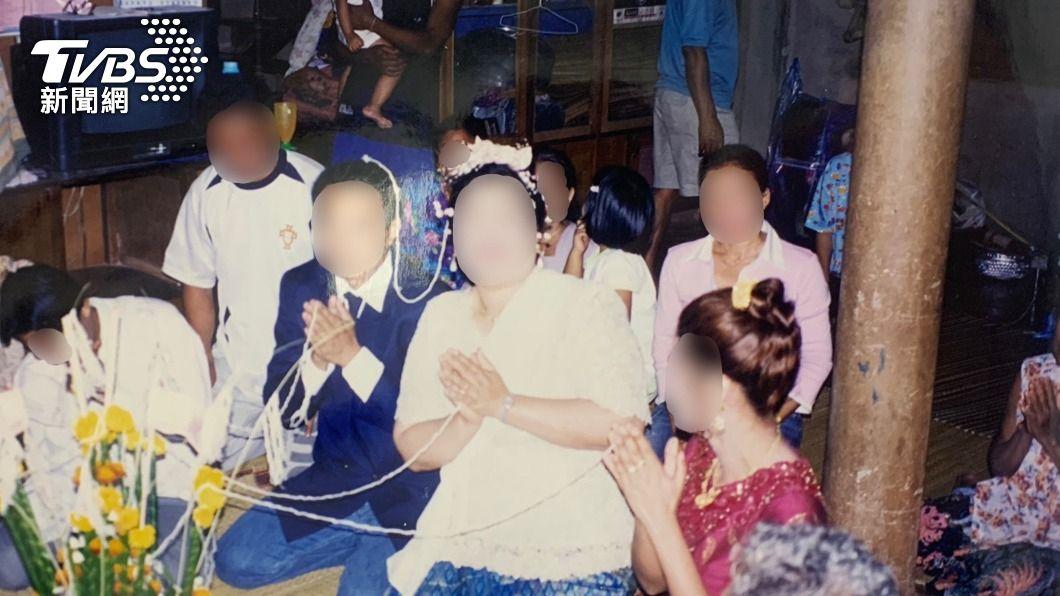 婦人僅存的舊照片。(圖/中央社) 癌婦臨終吐假結婚秘密 女兒憑泛黃照片圓母遺願
