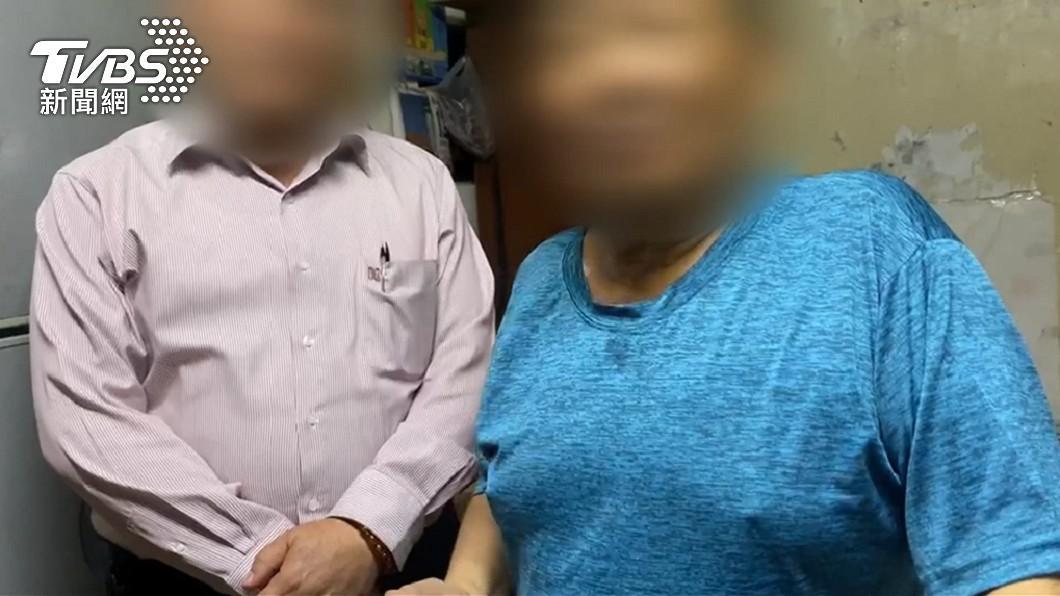 劉姓女大生爸爸(右)懷疑阮男涉案。(圖/TVBS) 中正學霸愛女失蹤14年 父:有眼淚掉到沒有眼淚