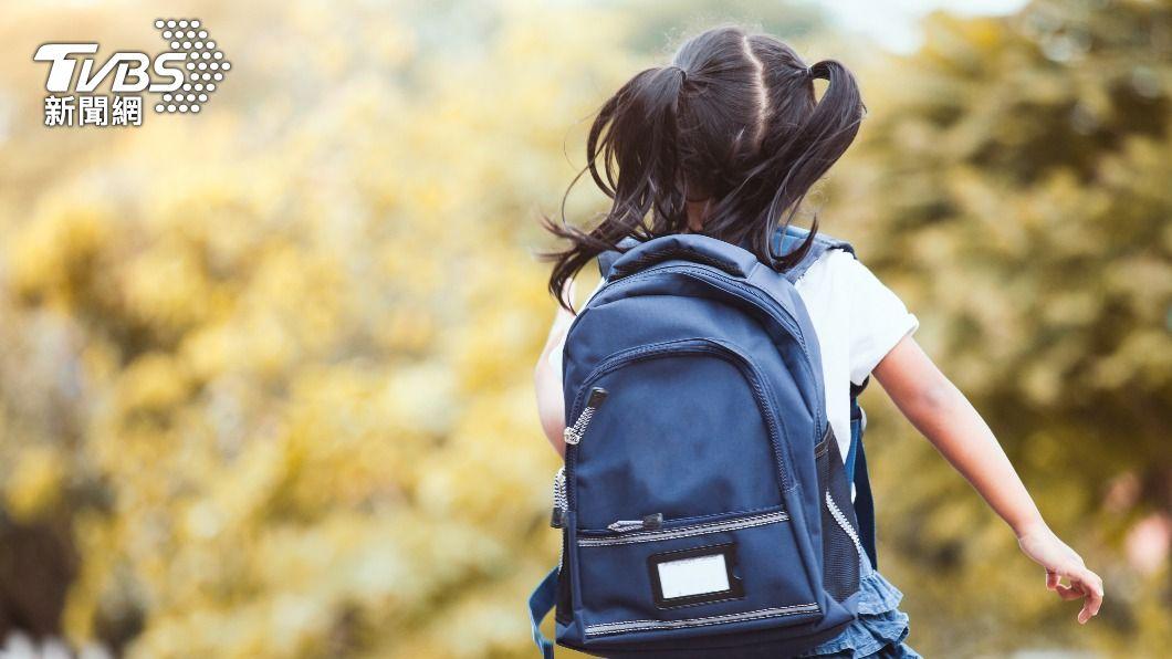 基隆女童被同學「泰山壓頂」受重傷。(示意圖/shutterstock達志影像) 9歲女學英文遭20同學重壓 「頸椎骨裂」母痛心喊告