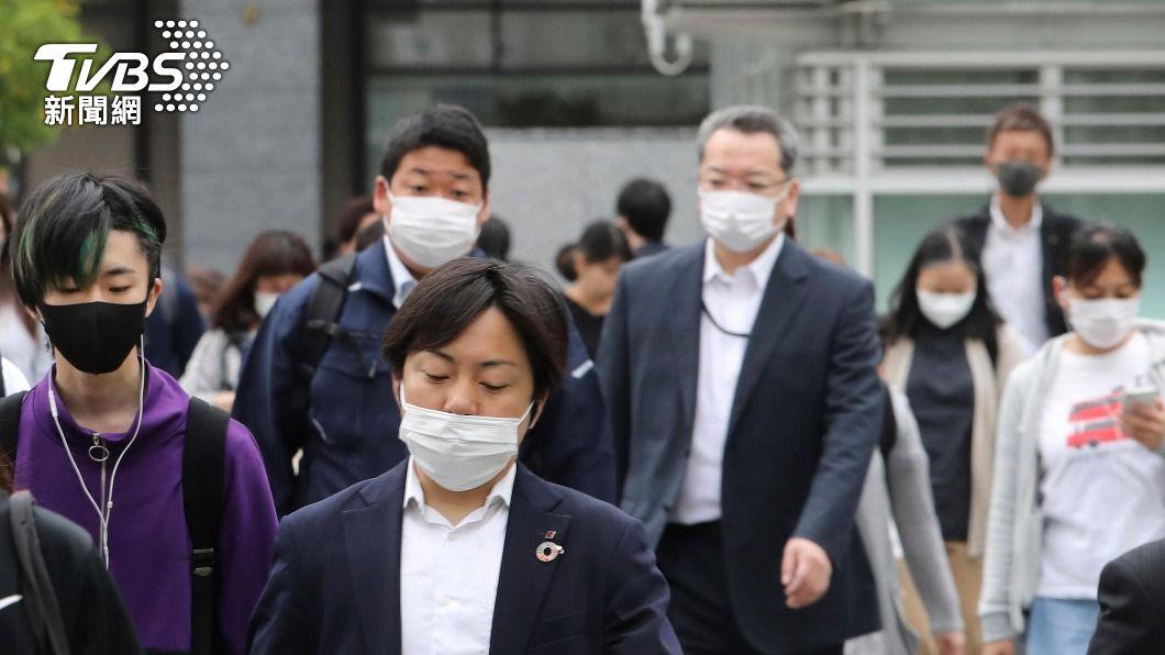 日本境內疫情未降溫。(圖/達志影像美聯社) 日本緊急事態將延長20天 對象擴大到6都府縣