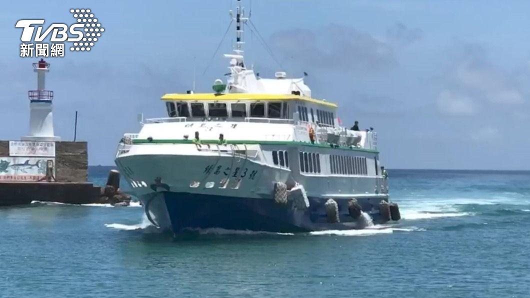 綠島之星3號船長發現有人落海。(圖/中央社) 屏東漁船觸礁4人失蹤 綠島之星船長機警救起3人