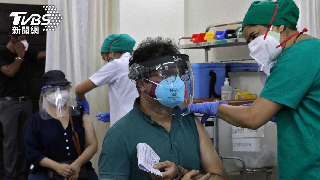 印度確診再創新高 「醫護先逃」丟病患缺氧死