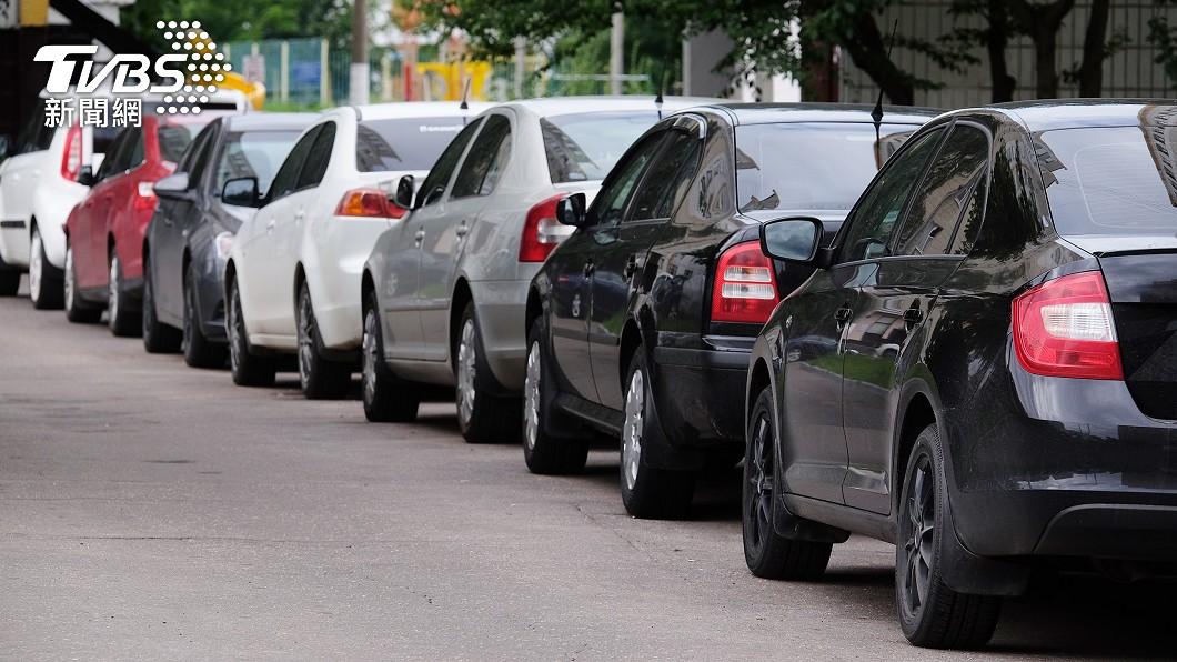 台灣地狹人稠,停車位經常供不應求。(示意圖/shutterstock達志影像) 為15元耍手段 他見「停車繳費單」秒識破:你失算了