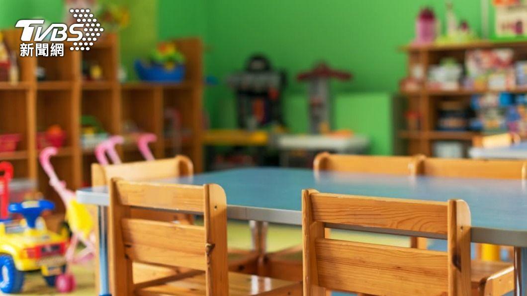 一名小班男童在學校做出不太適當的行為。(示意圖/shutterstock 達志影像) 兒露下面扯人裙褲!家長「還小不懂」控師:思想邪惡