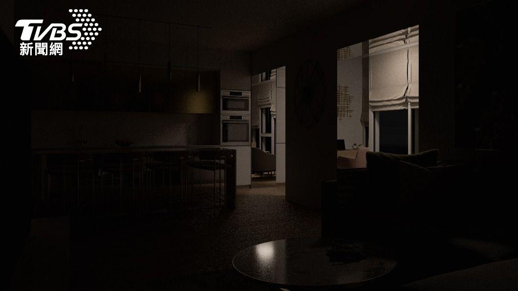 日本民眾住房遭陌生人擅闖。(示意圖/shutterstock 達志影像) 深夜下床驚見陌生人闖屋吃麵 一小時後離奇倒地亡