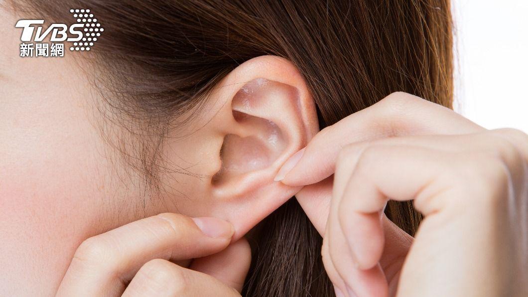 中醫師指出,按耳朵穴道真的能幫助瘦身。(示意圖/shutterstock 達志影像) 史上最懶減肥法!醫推「耳朵瘦身穴道」 按3天就有感