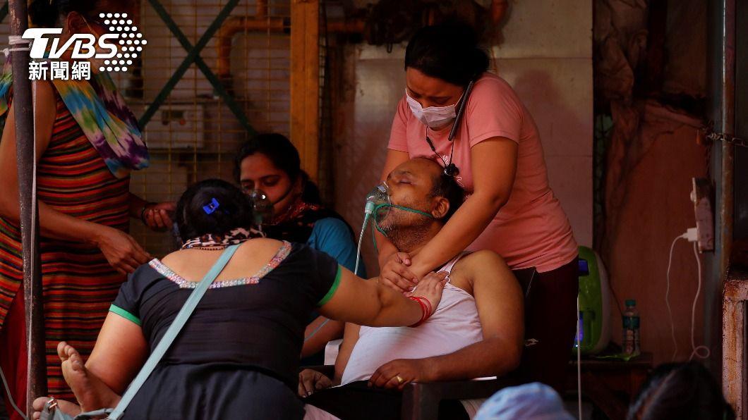 印度連續三天單日確診逾40萬人。(圖/達志影像路透社) 全球新冠病歿逾327萬人 印度單日確診屢創新高