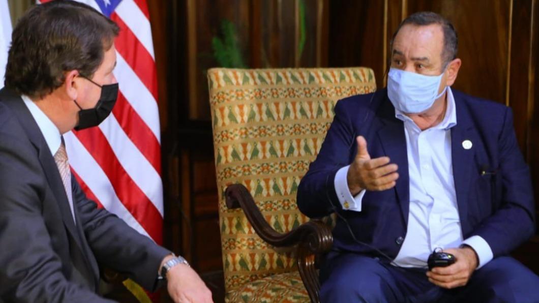 瓜利馬拉總統賈麥岱。(圖/翻攝自Alejandro Giammattei Twitter) 疫苗短缺懷疑政府A錢 瓜地馬拉民眾要求總統下台