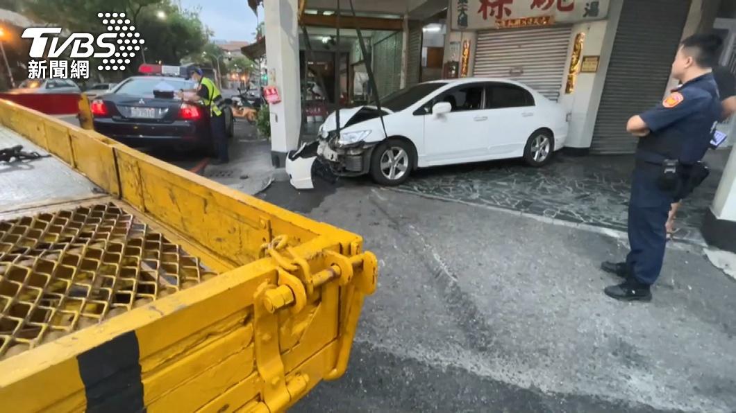 圖/TVBS uber凌晨遭撞!肇事車後座放41枚子彈 駕駛棄車逃逸