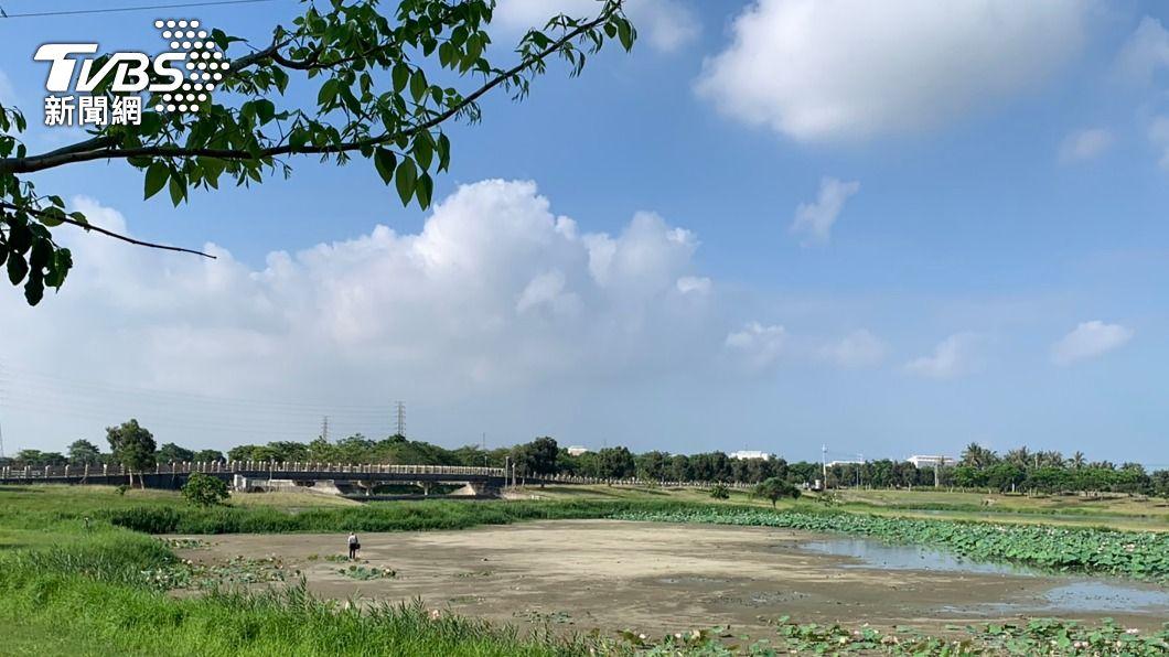 高雄市在抗旱同時,也不忘防汛。(圖/中央社) 抗旱不忘防汛整備 高雄市滯洪池排空降低水位
