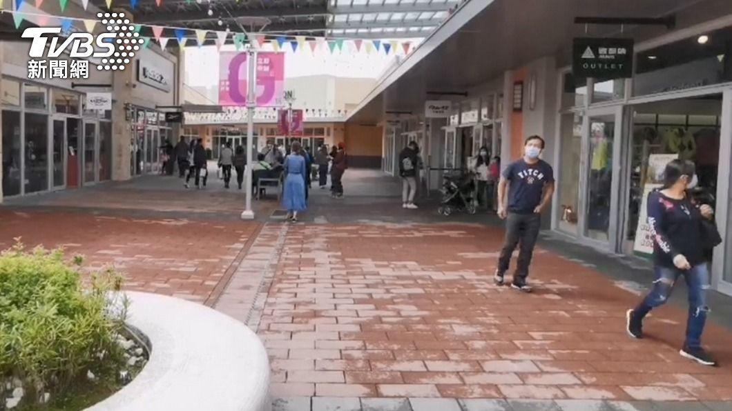 確診華航機師教官曾至華泰名品城。(圖/TVBS資料畫面) 確診機師教官5/1曾前往購物 華泰名品城緊急消毒