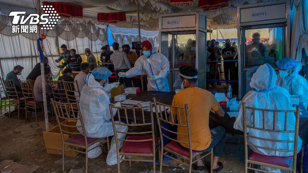 印度疫情惡化。(圖/達志影像美聯社) 印度疫情壓垮醫療體系 政府聘數百退役軍醫支援
