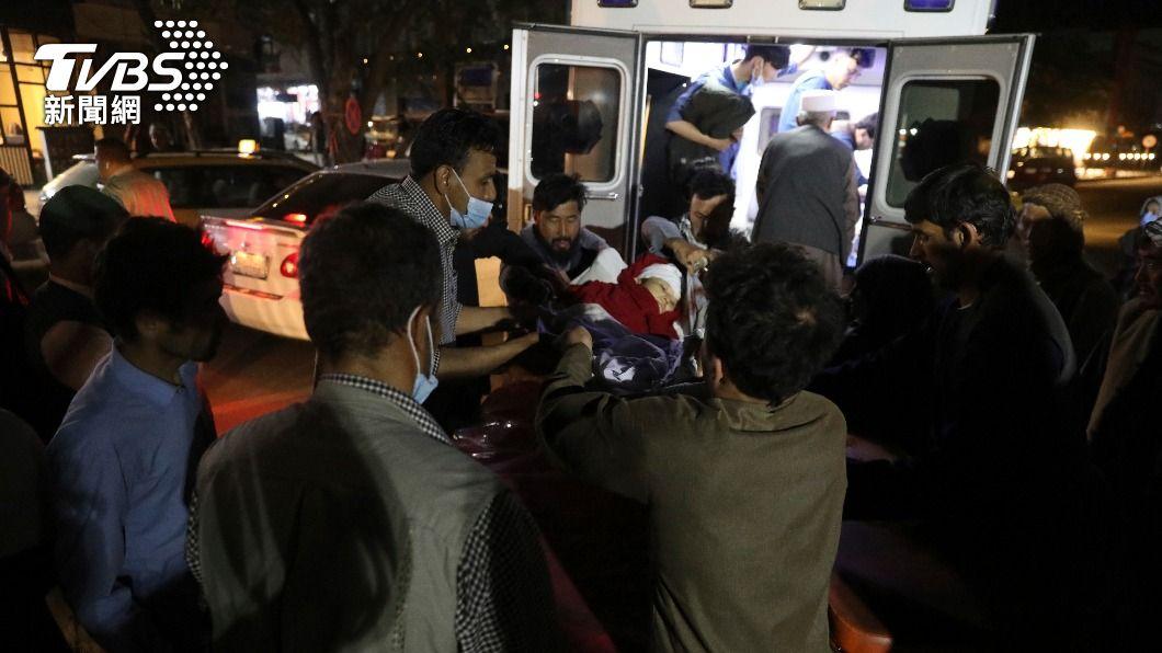 阿富汗一所學校外發生爆炸。(圖/達志影像美聯社) 阿富汗連發爆炸襲擊 陸外交部:美突撤軍導致