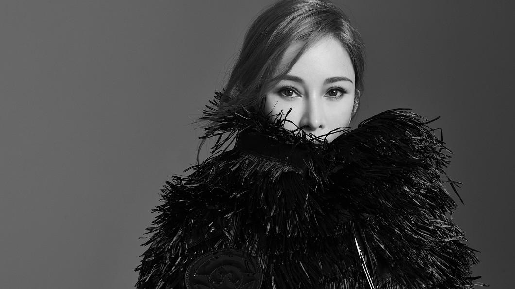温嵐推出新單曲〈如果你在我身邊〉。(圖/嵐圖提供) 温嵐爆被「送花求婚」超驚喜 解除隔離感動落淚