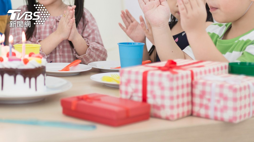 邀情同學來家裡參加生日活動,結果有家長竟然隱瞞孩子生病的事實,讓孩子前來赴約。(示意圖,與本事件無關/shutterstock達志影像) 隱匿病情參加派對害發燒 單親媽:我太蠢竟相信人性本善