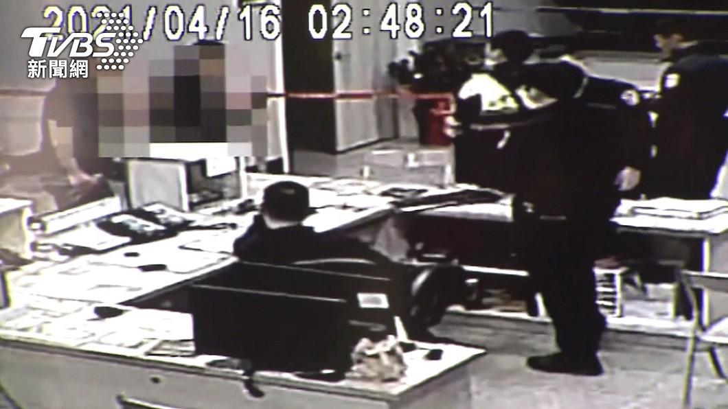 圖/TVBS 砸電腦是他!徐嫌3度進分局竟沒被逮 警:考量駐地安全