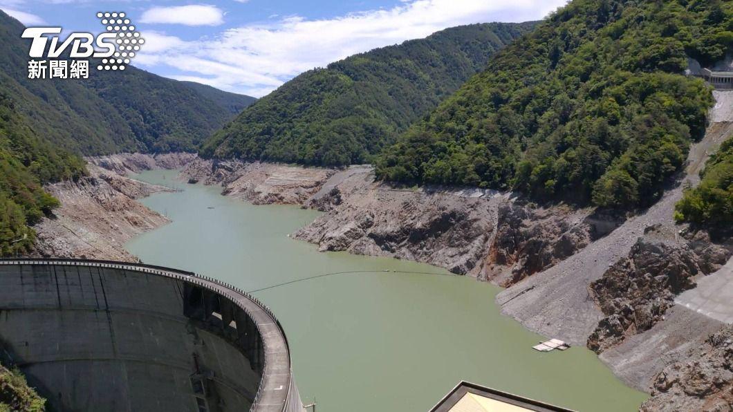 德基水庫蓄水率跌破3%。(圖/中央社) 德基水庫蓄水率跌破3% 中市尋替代水源5月底供應